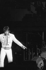 Elvis-Presley-1975-2